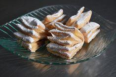 Aluat foietaj de casa reteta clasica frantuzeasca | Savori Urbane Vol Au Vent, Tapas, Dough Recipe, Pasta, Biscotti, Nom Nom, French Toast, Food And Drink, Sweets