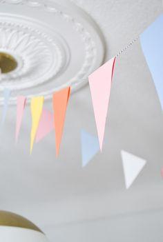 DIY Party Bunting: Easy, Cheap & Festive – Francois et Moi – Party Decorations 2020 Diy Party Bunting, Diy Birthday Banner, Diy Banner, Diy Bunting Easy, Diy Paper Bunting Flags, Diy Bunting Garland, Birthday Flags, Garlands, Homemade Birthday Decorations
