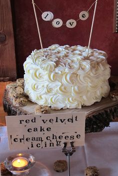 Yumm.. On of Emily Aumiller's amazing looking cakes.. go check out her blog, Lael Cakes!