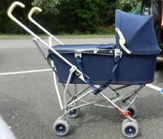 New Hauck comfortfold one-hand fold shopper pushchair pram black Silver+Raincover. This stroller can be unlocked and folded up with only one Vintage Pram, Retro Vintage, Vintage Stuff, Pram Stroller, Baby Strollers, Best Prams, Baby Transport, Prams And Pushchairs, Silicone Reborn Babies