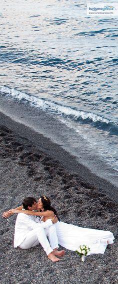 Mariage sur la plage a Santorini