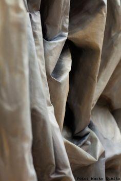 Faltenbild von S. Klett in #galerienuett #dresden #barockviertel #kunstindresden Ausstellung WINTER14 Baumgarten, Winter, Winter Time, Winter Fashion