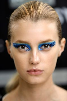 Pat McGrath is the go-to catwalk makeup guru, and we rounded up her best runway beauty looks. Beautiful Halloween Makeup, Halloween Makeup Looks, Runway Makeup, Dior Makeup, Make Up Looks, Blue Eye Makeup, Skin Makeup, Eyeliner Makeup, Makeup Trends