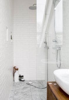 Bathroom renovations small bath remodel New ideas Small Bathroom Renovations, Upstairs Bathrooms, Bathroom Renos, Bathroom Interior, Interior Livingroom, Bathroom Remodeling, Remodeling Ideas, White Bathroom Tiles, Modern Bathroom