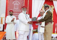 Shriji Arvind Singh Mewar of Udaipur Chairman and Managing Trustee Maharana of Mewar Charitable Foundation (MMCF) presenting Maharana Mewar Special Award to Best Police Station Sajjangarh Dist. Banswara Rajasthan  Venue: The Manek Chowk The City Palace Udaipur  Know more about awards - http://ift.tt/1TuNCG2  #MMFAA2016 #MMFAA #MMCF #Awards #MaharanaOfMewarCharitableFoundation #MaharanaMewarFoundationAnnualAwards #UdaipurAwards #EternalMewar #Mewar #Udaipur #Rajasthan #India