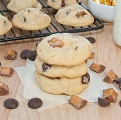Rolo Chocolate Chip Cookies {Sweet Pea's Kitchen} Cookie Desserts, Just Desserts, Cookie Recipes, Delicious Desserts, Dessert Recipes, Yummy Food, Rolo Chocolate, Chocolate Chip Cookie Bars, Chocolate Chips