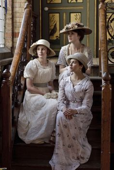 Back to front - Lady Mary (Michelle Dockery) - - Lady Edith (Laura Carmichael) - - Lady Sybil (Jessica Brown-Findlay) - - Downton Abbey