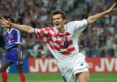 Story about Davor Suker,the best scorer of World Cup 1998 in France.All Suker goals on World Cup. Soccer World, World Of Sports, Fifa Football, Football Players, Manchester City, Manchester United, Classic Football Shirts, Retro Football, Football Hall Of Fame