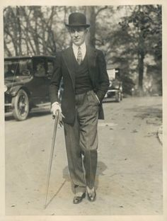 Jean Patou in Paris in 1924, he has appeared with his cane - an accessory item for the common man this time!