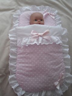 PRETTY PINK POLKA DOT DOLLS PRAM SET                                                                                                                                                                                 Plus