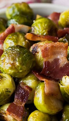 Appetizer Recipes Discover Oven Roasted Brussels Sprouts with Bacon - A Family Feast Oven Roasted Brussels Sprouts With Bacon. Perfect side for your Thanksgiving meal. Great recipe for anyone who thinks they dont like Brussels Sprouts. Sprout Recipes, Vegetable Recipes, Roasted Brussel Sprouts Bacon, Cooking Recipes, Healthy Recipes, Vegetable Side Dishes, Side Dish Recipes, Fruits And Veggies, Roasted Vegetables