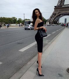 100 Years Of The Little Black Dress — 100 The Most Beautiful & Elegant Black Dresses Classy Outfits, Sexy Outfits, Fashion Outfits, Stylish Outfits, Look Fashion, Girl Fashion, Womens Fashion, Korean Fashion, Black Mermaid