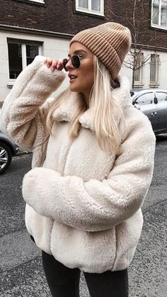 Mat over this cold look with our collection of girls' dress - consists of stylish winter mens winter coats, footwear, tight scarves and a lot more. Casual Winter Outfits, Winter Outfits Women, Winter Fashion Outfits, Look Fashion, Autumn Winter Fashion, Trendy Outfits, Fall Outfits, Mens Winter, Korean Fashion