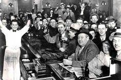 Tomada en un bar de Estados Unidos el 5 de diciembre de 1933, el día que se puso fin a la Ley Seca.