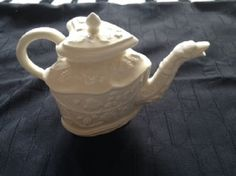 Royal Creamware Teapot from the Victoria & Albert Museum collection with Certificate Of Authenticity