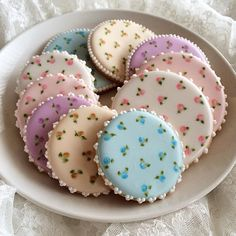 Love these colors/combinations! Rose Cookies, Mother's Day Cookies, Fancy Cookies, Flower Cookies, Valentine Cookies, Iced Cookies, Cupcake Cookies, Sugar Cookies, Cookie Bouquet