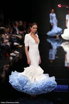 Flamenco Wedding, Spanish Dress, Dot Dress, Ruffles, Wedding Gowns, High Fashion, Fashion Dresses, Anul Nou, Formal Dresses