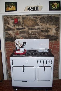 A Chambers Model B early stove. Remember the cooking pot insert on the rear burner? Antique Kitchen Stoves, Antique Stove, Grandma's House, Ranges, 1940s, Ikea, Kitchen Appliances, Cottage, Dreams