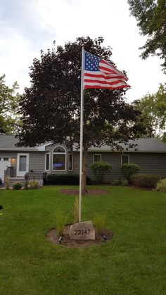 American flag pole with flag stone address and tall grass. Flag Pole Landscaping, Corner Landscaping, Home Landscaping, Front Yard Design, Front Yard Fence, Outdoor Flags, Outdoor Decor, Yard Flags, Lawn And Landscape