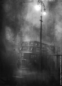 A London bus makes its way along Fleet Street in heavy smog, December 1952. (Photo by Keystone/Hulton Archive/Getty Images)