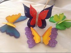 Mariposas tridimensionales en goma eva - YouTube Bug Crafts, Foam Crafts, Arts And Crafts, Paper Crafts, Butterfly Party, Butterfly Crafts, Moana Decorations, Shots Ideas, Foam Roses
