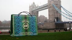 Pop Up Retail Shopping Bags Made Of Dibond ACM Drop Around London Shopping Bags, Retail Design, Tower Bridge, Bag Making, Pop Up, Communication, Drop, Display, London