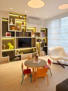 Apartamento AV / MPGAA - Miguel Pinto Guimarães Arquitetos Associados #living #hometheater #lighting #decor