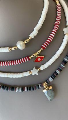 Diy Jewelry Necklace, Cute Jewelry, Beaded Jewelry, Jewelery, Jewelry Accessories, Beaded Necklace, Beaded Bracelets, Arm Candy Bracelets, Diy Bracelets Easy