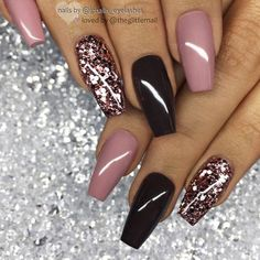 If you like elegant nail design, rose gold nail designs are the perfect choice for you. Rose gold nail design is the most beautiful nail you can try. Believe me, when you see these elegant rose gold nail designs, this trend will be your favorite nail Acrylic Nails Coffin Glitter, Gold Nail Art, Glitter Nail Art, Dark Nails With Glitter, Dark Purple Nails, Dark Gel Nails, Acrylic Nail Designs Glitter, Dark Color Nails, Dark Nail Art
