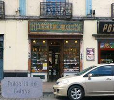 DULCERÍA DE CELAYA La Dulcería de Celaya fue fundada por la familia Guízar en 1874. En sus primeros años, los dulces eran traídos de diferentes lugares del país. Al ir creciendo la demanda de sus productos, se compraron las recetas a sus principales proveedores y comenzaron a fabricar los dulces en el sótano de su casa, ahí improvisaron una pequeña fábrica, adquirieron palas de madera, cazos de cobre y construyeron un pequeño horno.