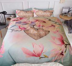Dit romantische dekbedovertrek met bloesem heeft een rustgevende uitstraling. Het overtrek voelt soepel aan en zorgt voor een ideale nachtrust. Comforters, Blanket, Creature Comforts, Quilts, Blankets, Cover, Bed Covers
