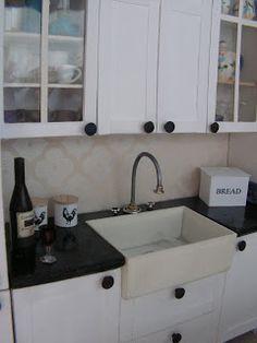 Innostuin tekemään keittiötä valaisinmyyjän asuntoon. Ei tullut kyllä yhtään sellainen, mitä olin alunperin suunnitellut... :) Piti tulla va...