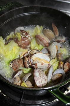 まぁりのひとり気ままcafe:あさりと春キャベツの塩麹蒸し と 白菜のシチュー