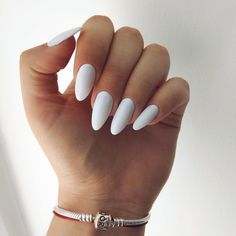 Semi-permanent varnish, false nails, patches: which manicure to choose? - My Nails Rounded Acrylic Nails, Acrylic Nail Shapes, White Acrylic Nails, Almond Acrylic Nails, Best Acrylic Nails, White Nails, Shellac Nail Art, Uv Gel Nails, Diy Nails