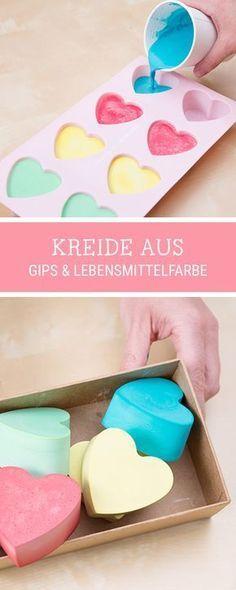 #kostenloseanleitung für Kreide: So machst Du zusammen mit Deinen Kindern #Kreide selber / easy #diyinspiration how to make colorful chalk via DaWanda.com