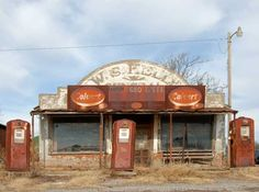 """abandoned gas station in Cogar, Oklahoma that was featured in the 1988 movie """"Rain Man"""" Old Buildings, Abandoned Buildings, Abandoned Places, Old Gas Pumps, Vintage Gas Pumps, Pompe A Essence, Old Gas Stations, Old Country Stores, Filling Station"""