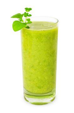 Este licuado es muy nutritivo y una buena opción para empezar el día.  La mezcla de naranja y nopal tiene un sorprendente rico sabor.