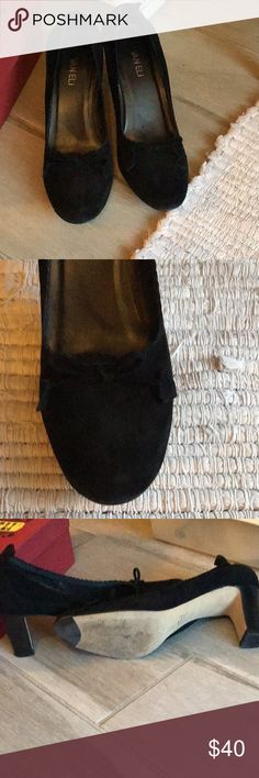 "bf26afff1b85b1 Gorgeous Vanelli suede heels Black 2.5"" suede heels with scalloped and Bow  details. Perfect"