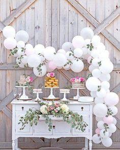 Mesa para noivado. { Inspiração } ��✨ Via : Casamento Rústico • • #casamento #noivado #weddingdress #wedding #balao #bolo http://gelinshop.com/ipost/1520451878071287530/?code=BUZuu1qg77q
