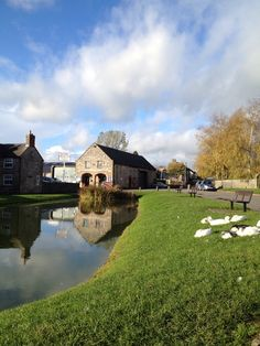 Rest a while at the village pond in Hartington on our Tour de Frites retro ride in the Peak District.