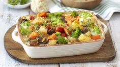 This delicious cheesy mixed vegetable bake is packed with a variety of vegetables from mushrooms to broccoli. Baked Vegetables, Fruits And Vegetables, Veggies, Healthy Family Meals, Vegetarian Meals, Vegetable Bake, Fabulous Foods, Meal Ideas, Broccoli