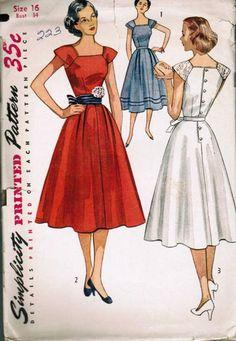 Vintage Simplicity Dress Belt Pattern 32 B 4288 Motif Vintage, Vintage Dress Patterns, Clothing Patterns, Retro Mode, Vintage Mode, 1950s Style, Vintage Outfits, Vintage Dresses, Vintage Clothing