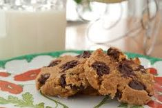 Amazing chickpea chocolate chip cookies that are gluten free, grain free and dairy free. These yummy cookies are healthy and packed with protein! Chickpea Chocolate Chip Cookies, Chickpea Cookies, Chocolate Chip Cookie Dough, Vegan Chocolate, Chocolate Chips, Healthy Sweets, Healthy Dessert Recipes, Cookie Desserts, Cookie Recipes