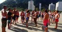 """A Associação Sócio Educativa de Esporte e Lazer de São Vicente SP em parceria com o """"GBMar – Grupamento de Bombeiros Marítimo"""" realizaram o curso de orientação Salva Surf.   Surftoday"""