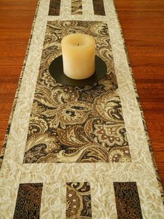 Elegant Quilted Table Runner in Classic Black and por susiquilts