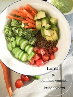 This lentil & summer veggies buddha bowl is fresh, healthy, hearthy, creamy, gluten free, and will be ready in about 20 minutes.