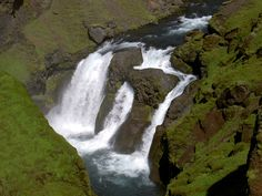 Image from http://upload.wikimedia.org/wikipedia/commons/b/be/Upper_waterfalls_of_the_Skogafoss_Iceland_2005_7.JPG.