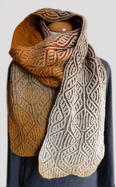 This scarf is named after two handsome Maine Coon cats named Carmine and Rocko, who live with my wonderful friends Catherine and Jerome. This scarf is reversible.