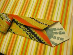 {Hidden Handprint Tie Tutorial} Too cute. Fathers Day Gift.  Or could write a message in same space.