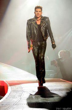Catwalk model RT @Alikat1323: Queen + Adam Lambert in NYC 3 @adamlambert @QueenWillRock pic.twitter.com/7GVrtetOVI